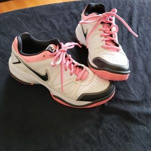 Nike city court shoes